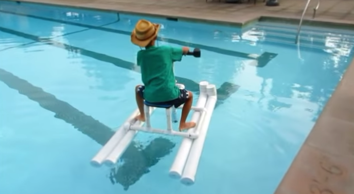 This Drill-Powered Pontoon Boat May Look Simple, But It's Fun